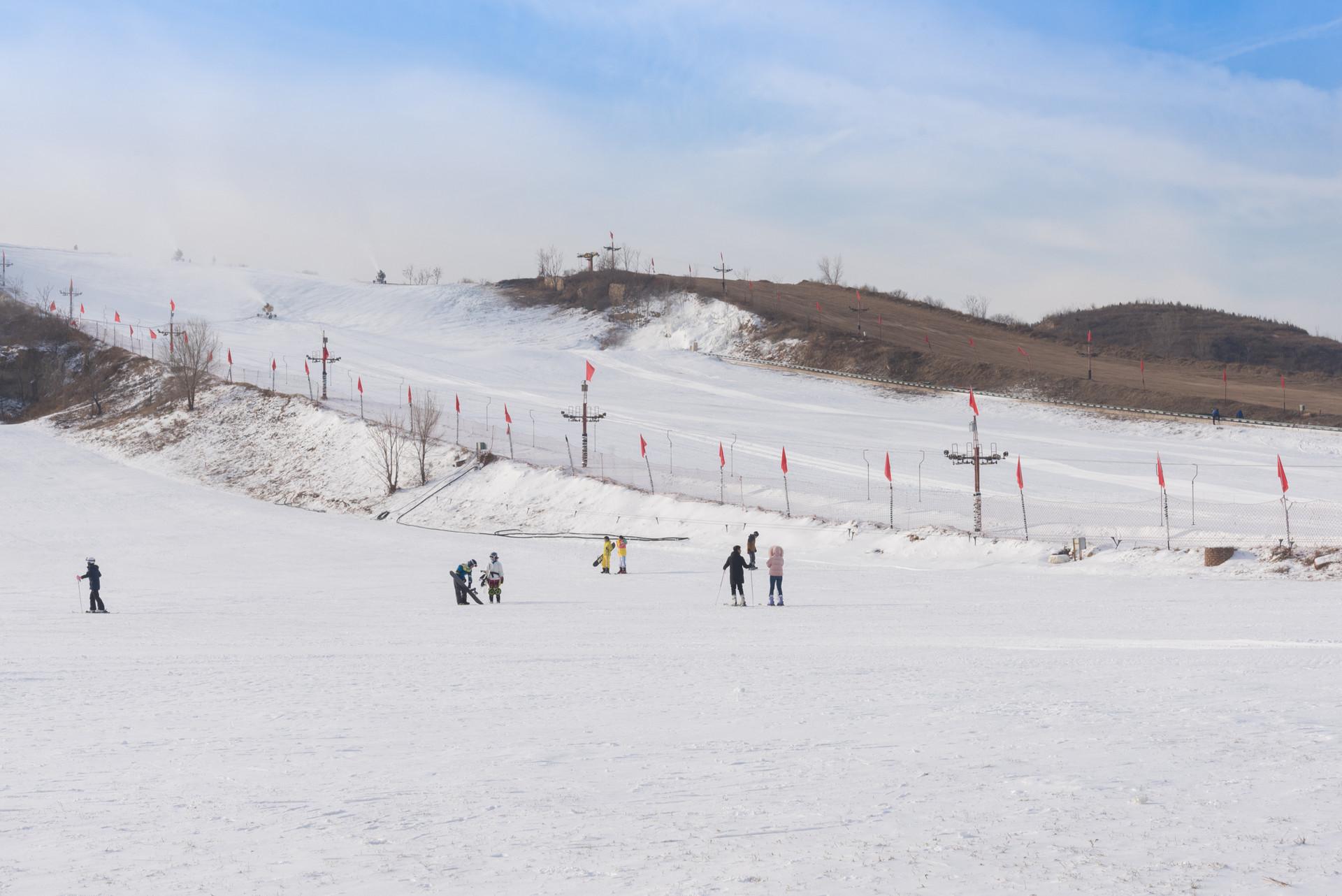 摄图网_501121412_banner_天津盘山滑雪场(企业商用).jpg
